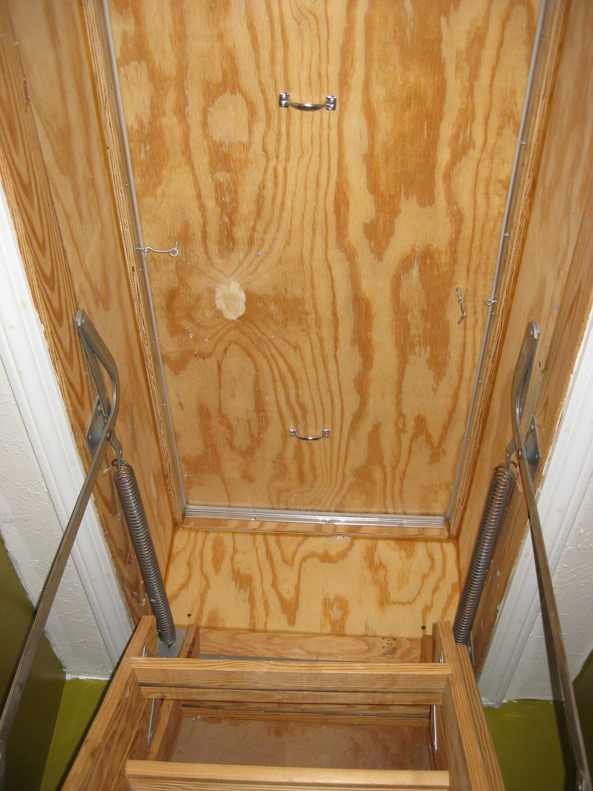 A well air-sealed home-made cover for pull-down stairs